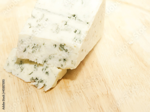slices dor blue cheese on wooden desk