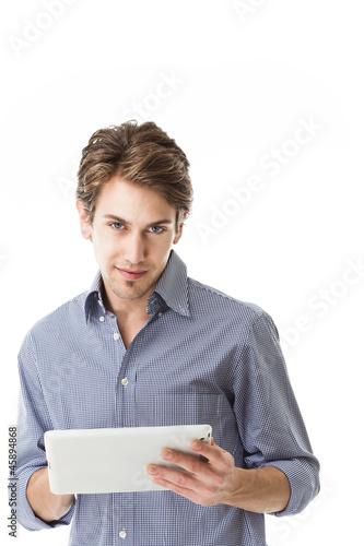 Mann hält Tabletpc