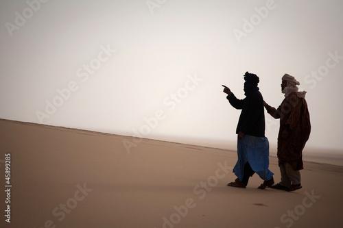 Fotobehang Algerije Two tuaregs in Sahara