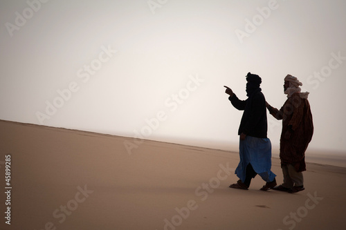 Foto op Plexiglas Algerije Two tuaregs in Sahara
