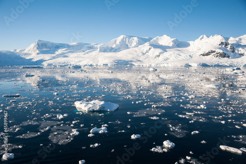 Fotobehang Antarctica Paradise bay in Antarctica