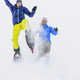 gemeinsam Spaß haben im Schnee