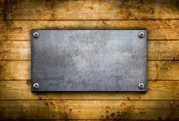 piastra metallica contro legno