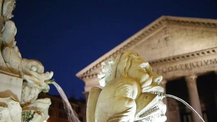 Roma, piazza della Rotonda, la fontana (part.)