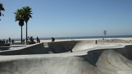 Skater im Venice Skatepark in Los Angeles, Kalifornien