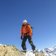 Alpinist am Gipfelgrat