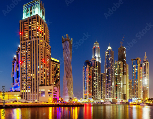 View of Dubai Marina, Dubaj, Zjednoczone Emiraty Arabskie na zmierzchu