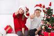 Lachende Kinder an Weihnachten