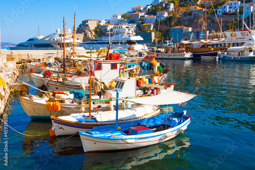 Leinwanddruck Bild Fishing boats in Greek island Hydra Saronikos Gulf
