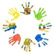 Kreis bunter Kinderhände