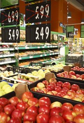 Fresh apples in grocery discounts