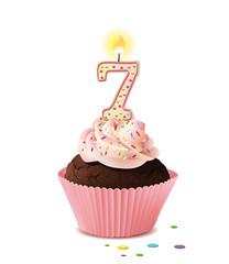 Cupcake mit Kerze und die Zahl 7