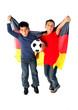 Kinder mit Flagge und Ball