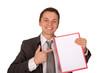 Mann mit Hinweismappe zeigend auf Mappe (freigestellt)