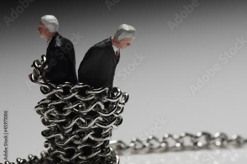 拘束された男たち