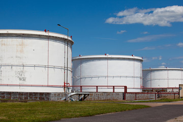 Refinery storage tanks