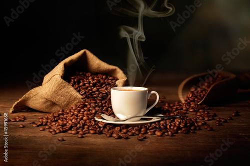 Foto op Plexiglas Cafe tazzina di caffè fumante