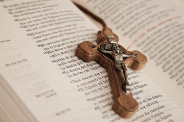 Crocifisso bibbia