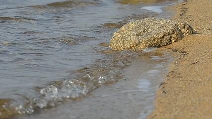 Plage battue par les vagues