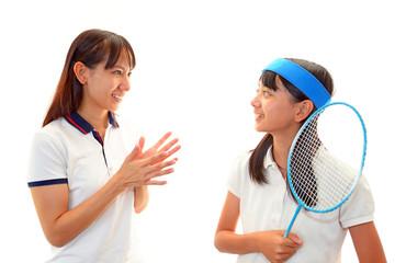 笑顔の女の子とコーチ