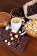 Grani di caffè con nocciole e cacao