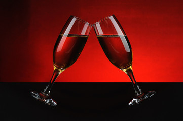 Pair of moving wine glasses, cheers!
