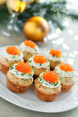Savoury muffins with salmon, caviar and cream cheese