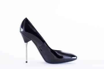 чёрная женская туфля на высоком стальном каблуке