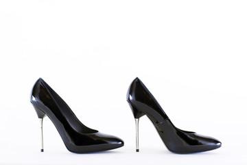 черные женские туфли на стальной шпильке