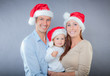 lachende familie weihnachten
