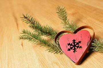 Weihnachtsherz aus Holz