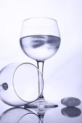 Wasserglas mit Eis