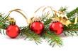 weihnachtskugeln und tannenzweigen