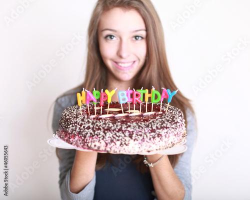 Geburtstagskuchen mit Mädchen von Peter Atkins, lizenzfreies Foto ...