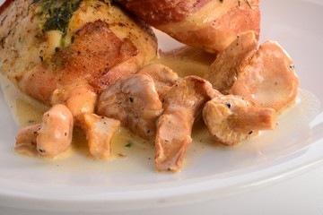 full chicken's breast with ham and spinach