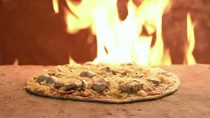 Pizza Romana im Steinofen