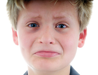 Junge weint