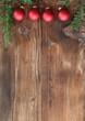 Weihnachtsrahmen mit roten Kugeln
