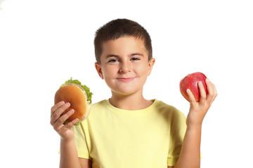 bambino con panino e mela