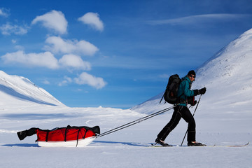 Wintertour auf dem Kungsleden mit Ski und Pulka