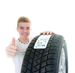 Daumen hoch zum Reifenwechsel