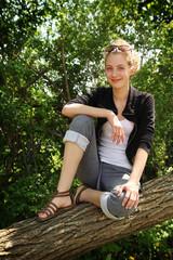Teen sit on a tree
