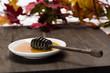 Miel en un plato