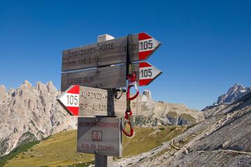 Wegweiser in den Dolomiten - Alpen