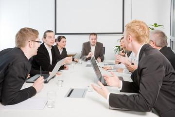 Konferenzraum - Streit