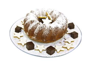 Rührkuchen mit Puderzucker weihnachtlich dekoriert