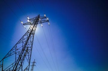 Sonnenenergie, Sonne und Strommast