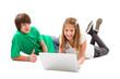 Geschwister surfen im Internet