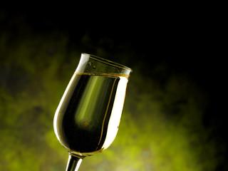 calice con vino bianco