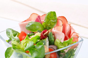Green salad with ham